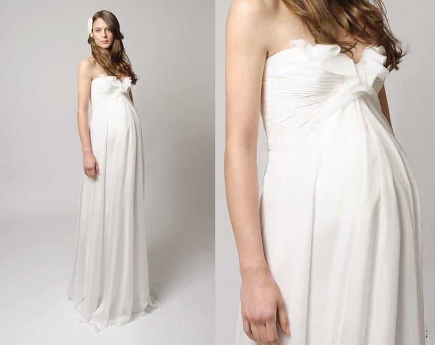 На более поздних сроках прекрасным выбором станет свадебное платье в стиле ампир, который сделает невесту более величественной и женственной