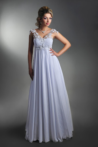Разберём, какими особенностями должны обладать свадебные платья, чтобы отлично подходить беременным. свадебное платье в греческом