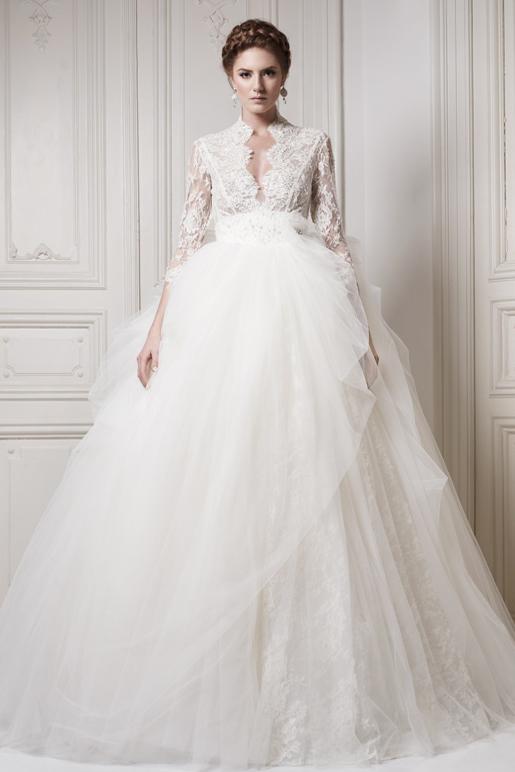 Никогда не выходят из моды классические пышные подвенечные платья. Их модельный ряд весьма разнообразен: юбка может быть выполнена из легкого классического